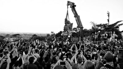 The removal of the statue of Cecil Rhodes from the University of Cape Town, 9 April 2015 (photo by Desmond Bowles, via Wikimedia Commons: https://commons.wikimedia.org/wiki/File:-RMF_Statue_Removal_32_Desmond_Bowles.jpg)